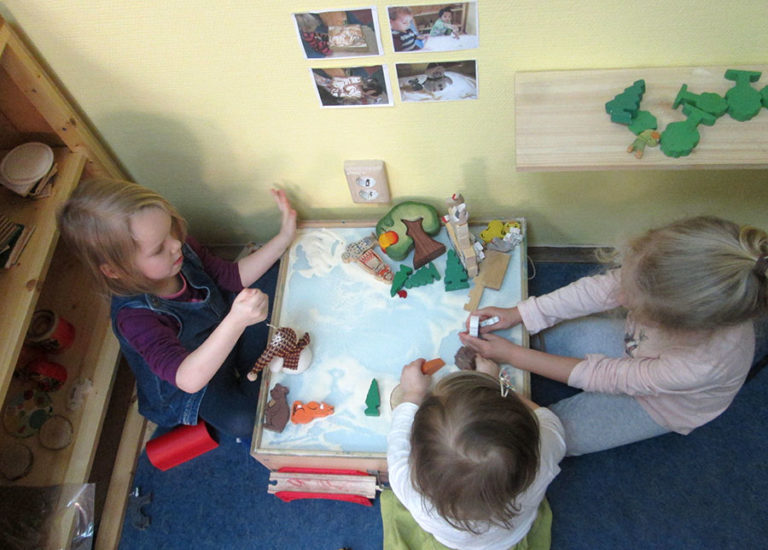 reggio emilia and montessor pedagogy approaches Although all of froebel, montessori, reggio emilia and waldorf-steiner are well respected methods of early childhood education have similarities as well as differences that set each one apart.